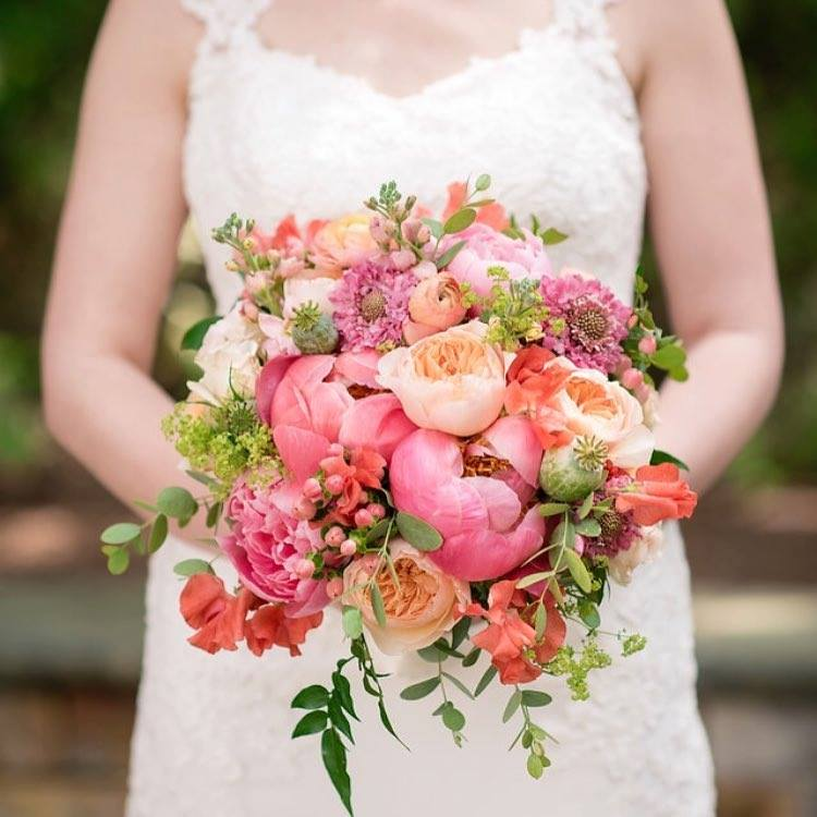 spring wedding ideas - bright bouquets