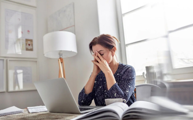 Wedding Planning Pain Points - Frustrated Woman On Laptop